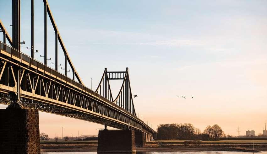 Krefeld verkaufsoffen - Brücke bei Krefeld am Rhein